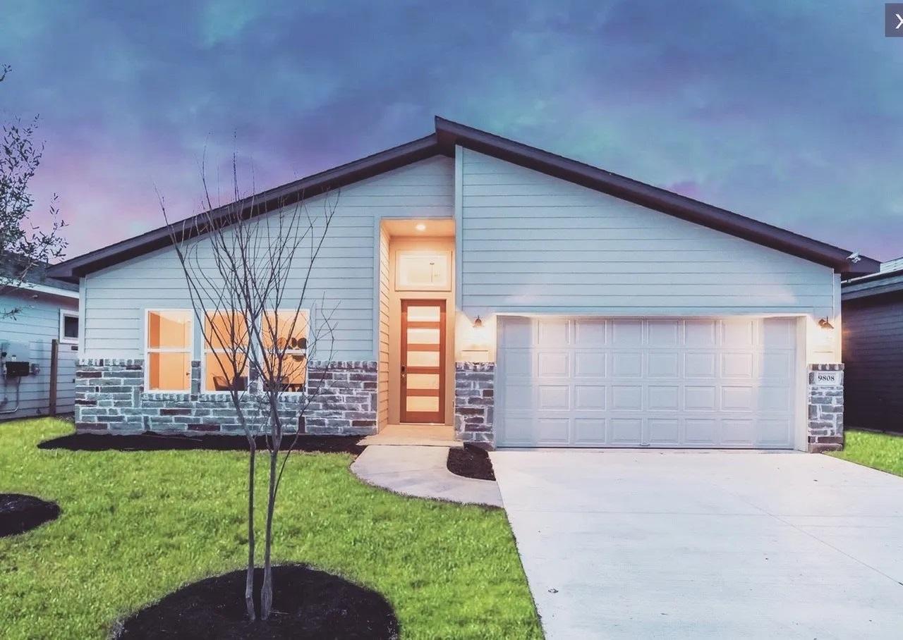16420 Enamorado Road New Austin Home